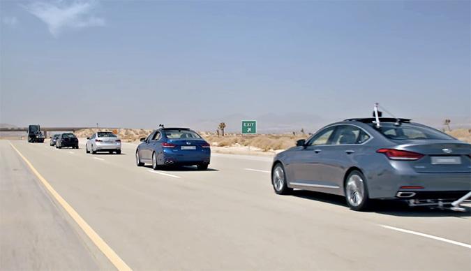 无人驾驶车队遛马路……