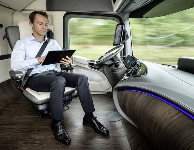 奔驰造的那辆无人驾驶大货车 会改变未来的货运业格局高清图片