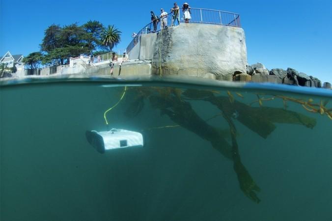 有了它,你只需要好奇心和一道海岸线——OpenROV 海底机器人