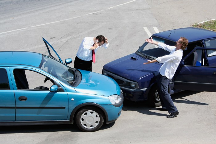 Traffic accident and to drivers fighting