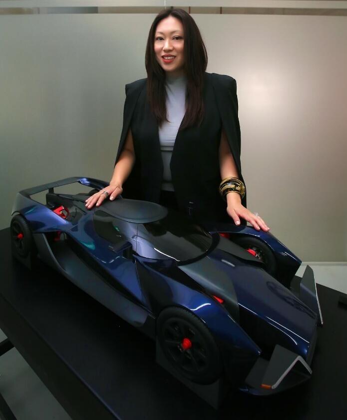 这家造工程机械的新加坡公司,居然造了 1500 马力的电动超跑……
