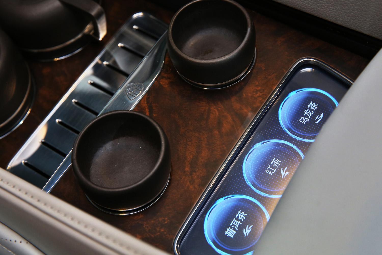 奔驰的 CES「黑科技」居然是……把茶道搬进车里