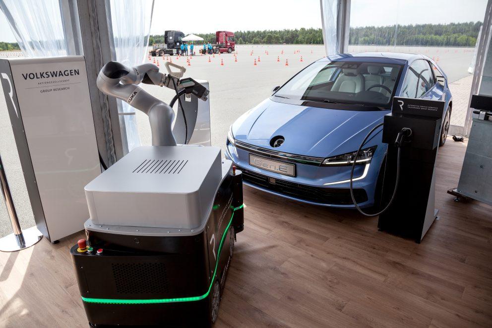 m3_mobile-charging-robots_01