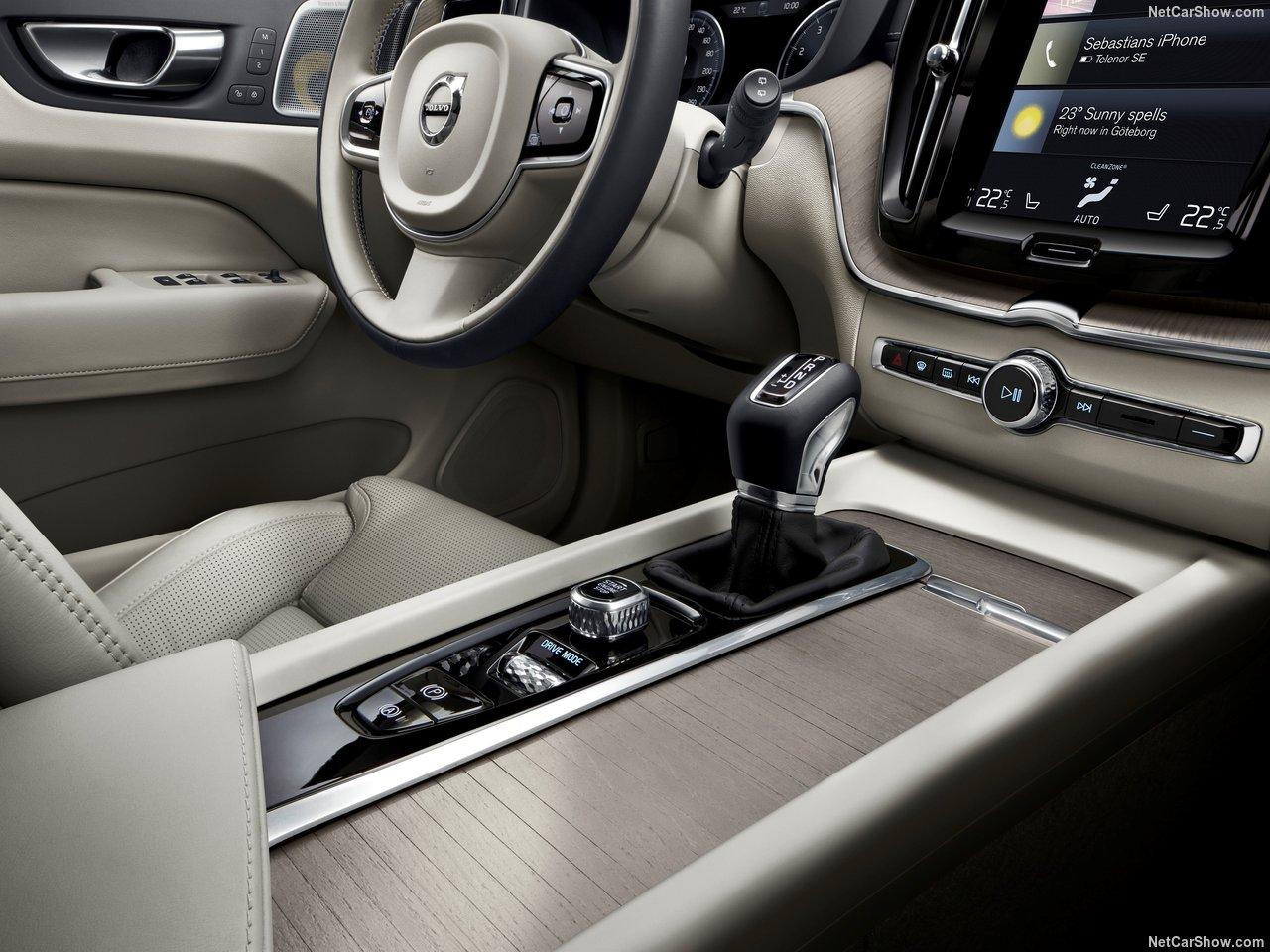 Volvo-XC60-2018-1280-7d
