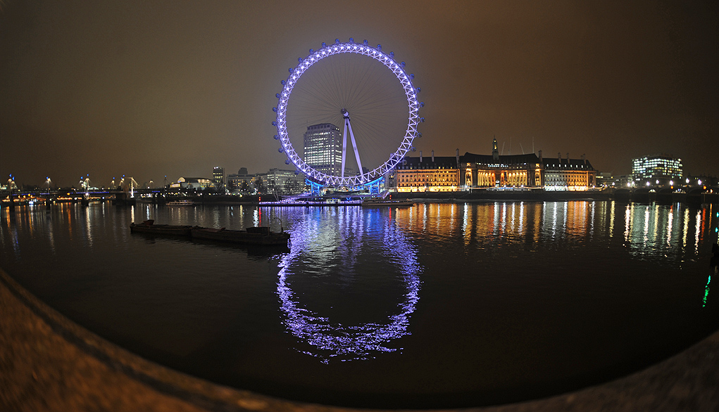 Panoramio_-_V&A_Dudush_-_River_Thames_eye_at_Night -13