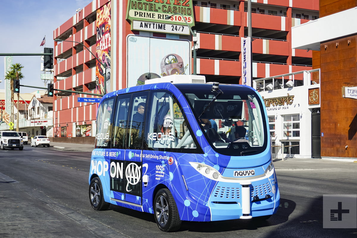self-driving-bus-crash-vegas-account-14979-1200x800-c