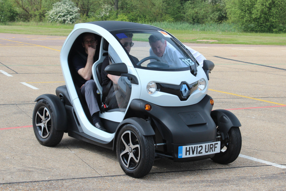 115686-cars-news-hands-on-renault-twizy-pictures-and-hands-on-image1-Zqcjtrxoid