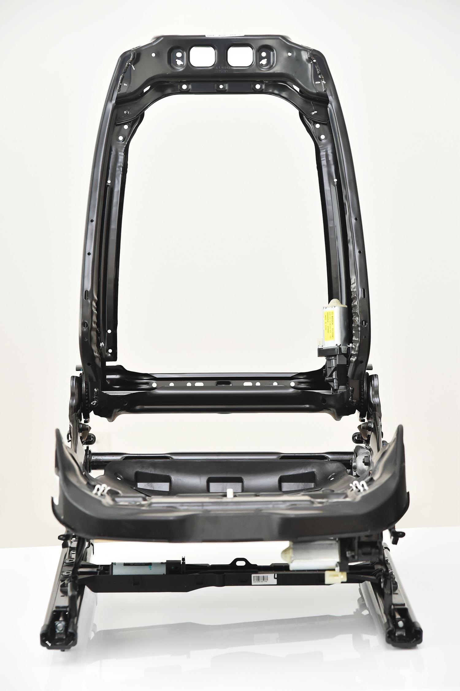 3. 全新座椅骨架使用大量高强度钢及大面积玻璃纤维-1