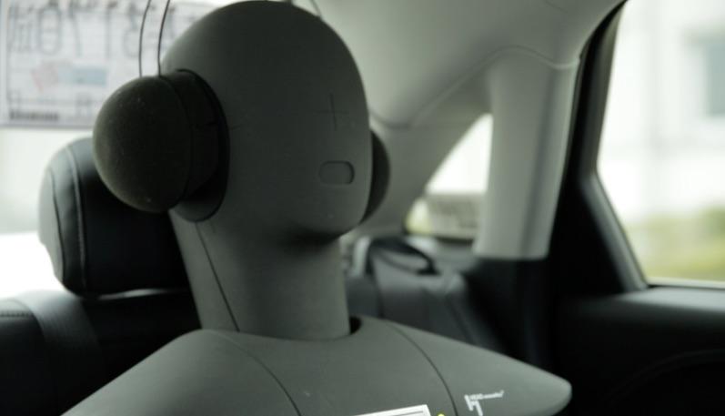 Dan是一个假人,耳朵里安装了敏锐的传感器,可以捕捉声音用于数据记录与分析