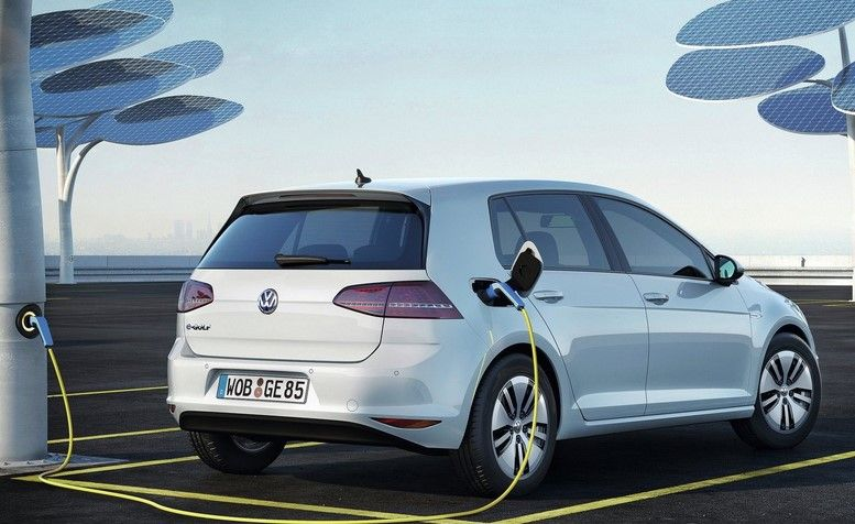 2017-Volkswagen-e-Golf-charging