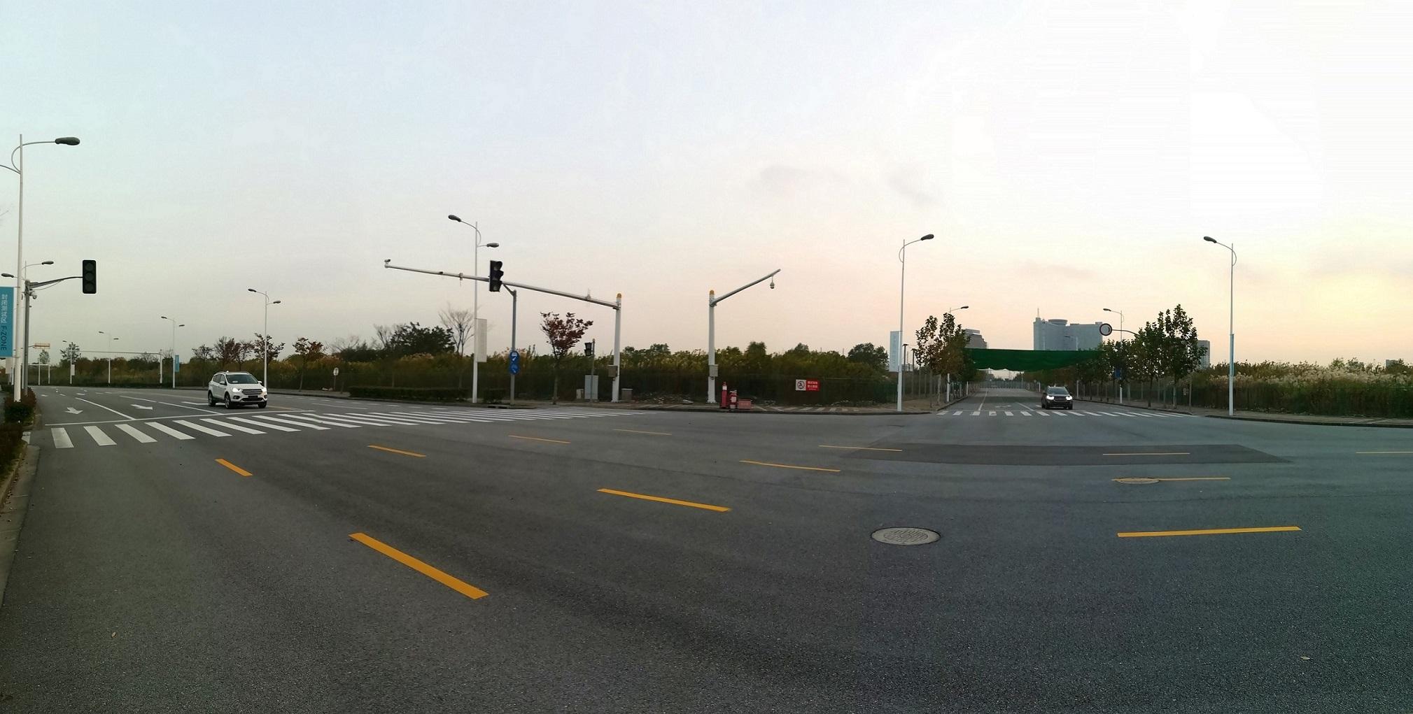 C-V2X技术能将城市内无线通信基础设施和车辆进行互联,从而为自动驾驶车辆的应用奠定基础,并改善车辆安全性能,提升道路通行效率