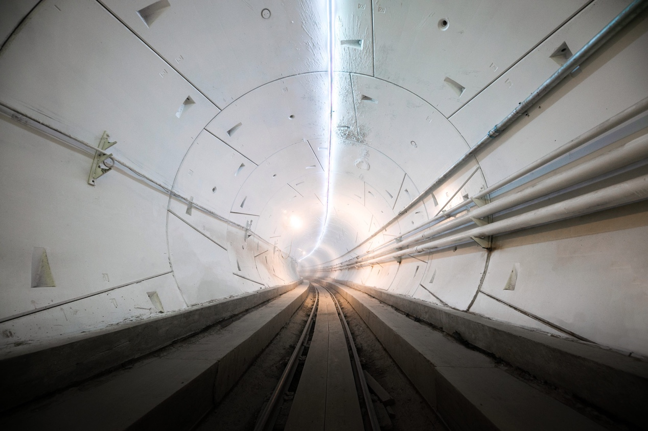 https://electrek.co/wp-content/uploads/sites/3/2018/12/Boring-tunnel_white.jpg?quality=82&strip=all
