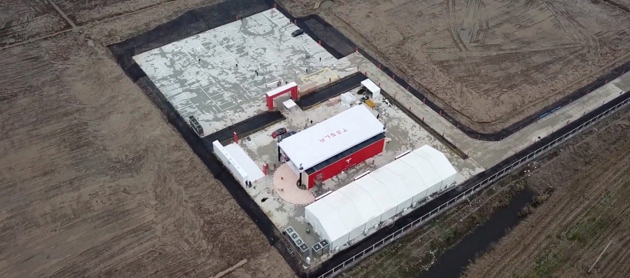 https://electrek.co/wp-content/uploads/sites/3/2019/01/Tesla-Gigafctory-3-breaking-ground-2.jpg?quality=82&strip=all