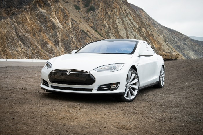 2013-Tesla-Model-S-front-end-view