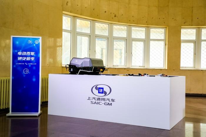 2. 上汽通用汽车向北京理工大学机械与车辆学院捐赠电池包教具-2