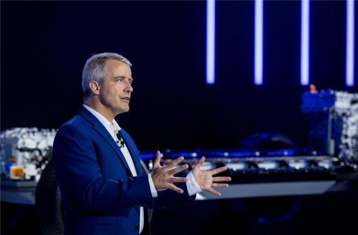 通用汽车全球执行副总裁兼通用汽车中国公司总裁柏历(Julian Blissett)宣布奥特能电动车平台正式进入中国市场